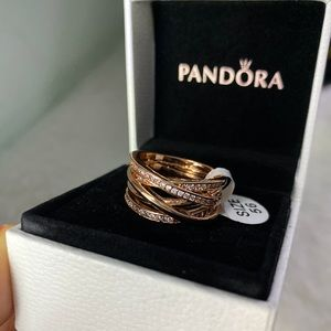 Authentic pandora ring new in box rose gold 🥰😍🚨
